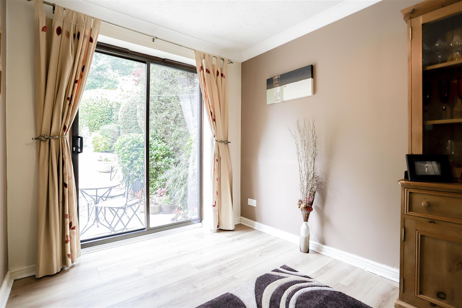 3 Bedroom Detached House For Sale - 6.jpg